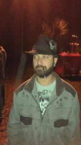 """4º lugar: Rogerio Emilio - """"Porque sua barba é essencial: Pra manter a pose de mafioso."""""""